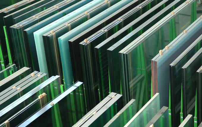 Nickelsen Flachglas liefert alle gängigen Glasarten und Glasstärken. Fragen Sie Ihren Bedarf bei uns an